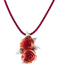 resin roses pendant necklace