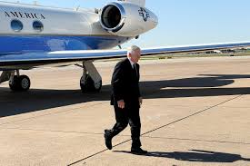 u s department of defense photo essay defense secretary robert m gates arrives in a in college station texas