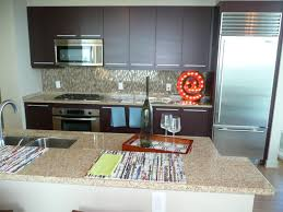 The Feng Shui kitchen color has red as an accent in this Feng Shui kitchen