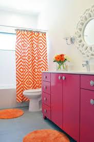 16 moradores que no tiveram medo de ousar ao escolher a cor do banheiro.  Orange Color SchemesColor CombinationsOrange BathroomsOrange ...