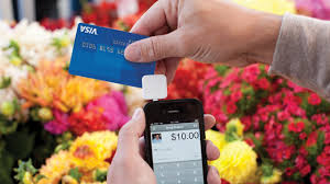 swiping visa card on square tool
