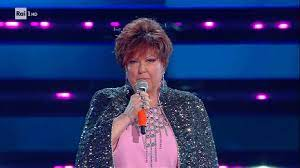 La senti e già lo sai che brucia dentro. Festival Di Sanremo S2021 Orietta Berti Canta Quando Ti Sei Innamorato Video Raiplay