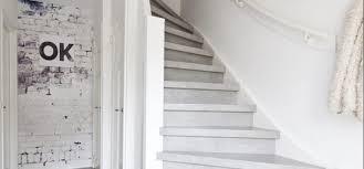 Das treppenhaus zu gestalten hat tradition, denn schon in der architekturgeschichte wurden treppenhäuser oft prachtvoll geschmückt und dienten repräsentationszwecken. Wie Verkleiden Sie Die Wand An Ihrer Treppe 5 Ideen