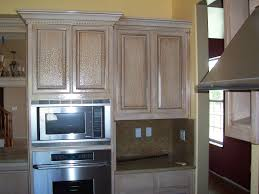 le finish on kitchen cabinets