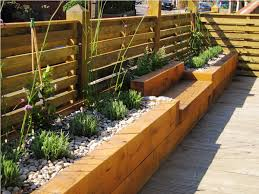 Image of: Wood Flower Bed Edging Design Ideas