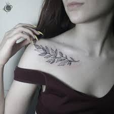 татуировка под ключицей веточка крутые татуировки татуировки