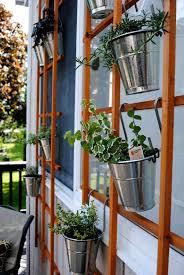 diy trellis planter holder