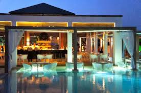 pool bar. Pelagos Suites Hotel: Pool Bar By Night S