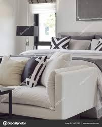Klassische Moderne Bettwäsche Mit Einem Bequemen Sofa Im
