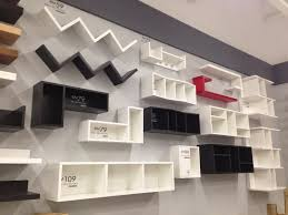 yang wall shelf nih pun ade ala2 ikea but lagi banyak design colour