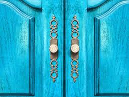 9 easy ways to decorate your closet doors