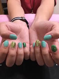 ネイルデビューのお客様でした 緑で統一感を出しつつ ラメで夏らしさも