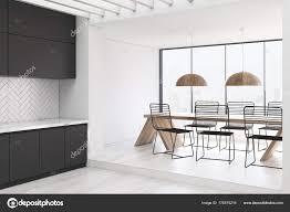 Weiße Holz Küche Und Ein Esszimmer Grau Stockfoto