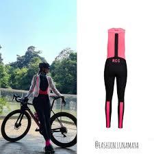 Adu gaya sepedaan luna maya vs syahrini, cakep mana? Bikin Takjub 10 Harga Fantastis Outfit Luna Maya Saat Berolahraga