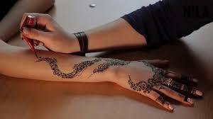 рисунок хной на руке фото узоры легкое мехенди