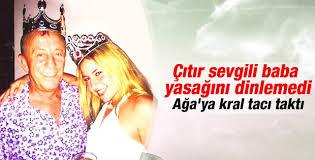 Ali Ağaoğlu genç kraliçesiyle poz verdi