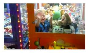 Kid Stuck In Vending Machine Beauteous Kids Claw Machine Machine Photos And Wallpapers