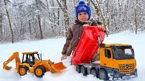 Машинка <b>BRUDER самосвал</b> в снежном лесу. Играем с Даником ...
