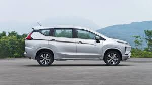 2018 mitsubishi expander price. brilliant 2018 the side profile of the mitsubishi expander 2018 is emphasized by  blackedout d pillars chrome strips etc in mitsubishi expander price u