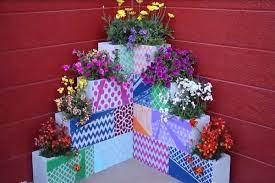 Mesmo com pouco espaço você pode utilizar os blocos de concreto para fazer uma horta vertical para plantar seus temperos favoritos, verduras e hortaliças que se adaptam bem em vasos. Use A Criatividade Para Criar Um Jardim Incrivel Com Blocos De Concreto M Marchi Blocos Em Campinas Blocos De Concreto Blocos De Cimento