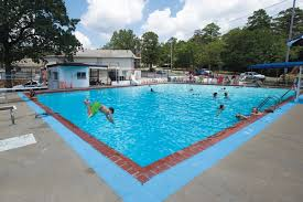in the midst of a nationwide heat wave ratures have held steady in the triple digits here in central arkansas and folks have been flocking to pools