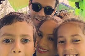El motivo de la reunión de los cantantes fue un festival en la escuela de su. Marc Anthony Se Arrepiente Por No Pasar Tiempo Con Sus Hijos Fotos Mamaslatinas Com