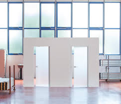 syntesis line battente glass by eclisse internal doors