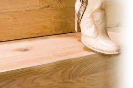 Laminat auf treppen verlegen ist nicht schwer und verwandelt eine alte und ausgetretene treppe schnell in einen blickfang. Neues Parkett Fur Treppenstufen Selbermachen De