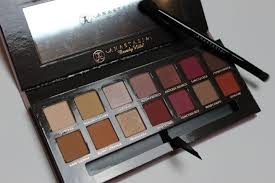 anastasia beverly hills modern renaissance brush. this palette contains 14 eyeshadow colours, including 11 matte shades and 3 shimmer shades. i love the berry tones in palette, it looks so pretty. anastasia beverly hills modern renaissance brush