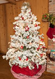 Artificial Christmas Tree - Flocked Alaskan Tree with Clear Lights