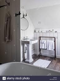 Freistehende Badewanne Im Dachgeschoss Badezimmer Mit