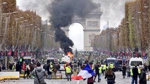 Image result for フランスのデモがマクロンを標的にするわけ 燃料増税への抵抗運動がSNSで10万人デモに