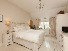 cozy bedroom ideas. This Bedroom Looks Large, Comfortable And Elegant With The Simple Colors. It Is Ideal Cozy Ideas