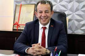 """Ayrımcılık suçlamasıyla soruşturma geçiren Bolu Belediye Başkanı,  takipsizlik kararını aldığı gün """"yabancıların su faturasına 10 kat zam  yapacağım"""" dedi"""