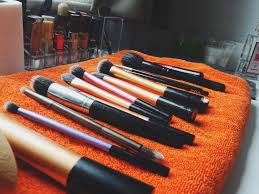 how to clean makeup brushes with coconut oil. lovely feeling, smelling and shiny brushes. before buying an expensive brush cleanser, give this a try first how to clean makeup brushes with coconut oil