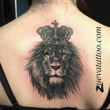 татуировка лев с короной тату лев тату реализм