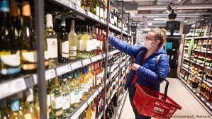 Алкоголь во время пандемии: чего опасаются немецкие эксперты   Культура и  стиль жизни в Германии и Европе   DW   07.05.2020