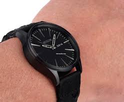 nixon men s a105 sentry 42mm leather watch review