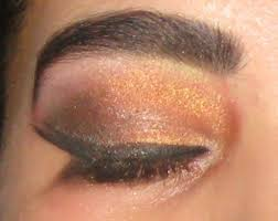 if you are thinking of dressing into a arabian bride on your special day here is a great i able for you do your eye makeup yourself on your big day