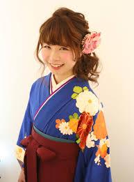 68選卒業式の袴姿にはハーフアップのヘアが可愛い 女子力up応援サイト