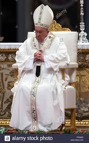 Francis Pope Papst besucht die Chrisam-Messe im Petersdom. Papa Francesco.  Messa del Crisma. Basilica di San Pietro, Va Stockfotografie - Alamy