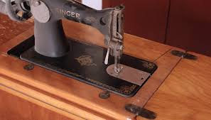 Antique Singer Sewing Machine 1950'S