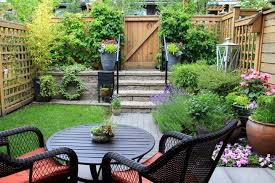 how to start a small garden. a small patio garden filled with plants how to start
