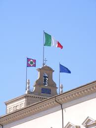 File:Flags ontop Palazzo del Quirinale (Rome).jpg - Wikimedia Commons