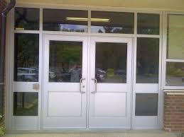 commercial doors to building aluminum
