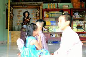 Ngoài bé Phạm Đức Lộc, còn có 96 đứa trẻ đáng thương khác đang được chùa  Vạn Đức cưu mang