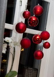 Matte Und Glänzende Glaskugeln Als Fensterdeko