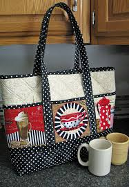 Best 25+ Quilted tote bags ideas on Pinterest | Tote bags, DIY ... & Really like this bag - the use of the panels on the side is novel & Adamdwight.com