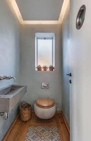 Gäste WC mit Deckenbeleuchtung im ländlichen Stil einrichten ...