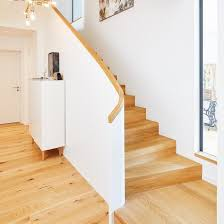 Das gewicht der treppe beträgt insgesamt 5 tonnen. Weisse Wangentreppen Treppen De Das Fachportal Fur Den Treppenbau